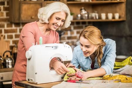 máquina de coser mujeres