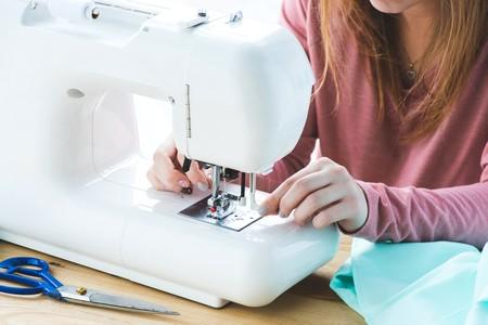 máquina de coser enhebrar